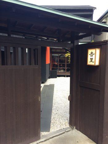 吉里の玄関